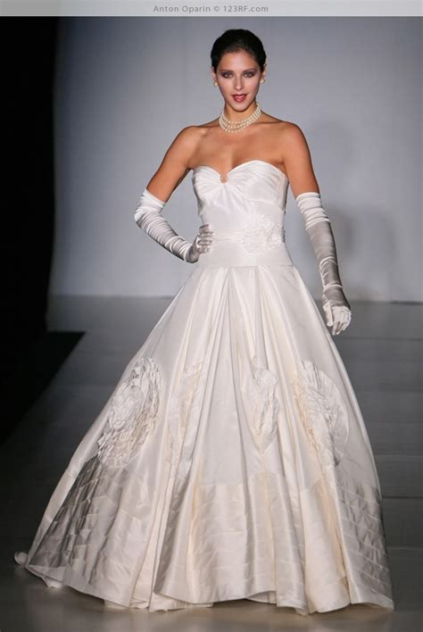Part 6 ? 300 Incredible Wedding Dresses from Bridal Shows   Wedding Ideas