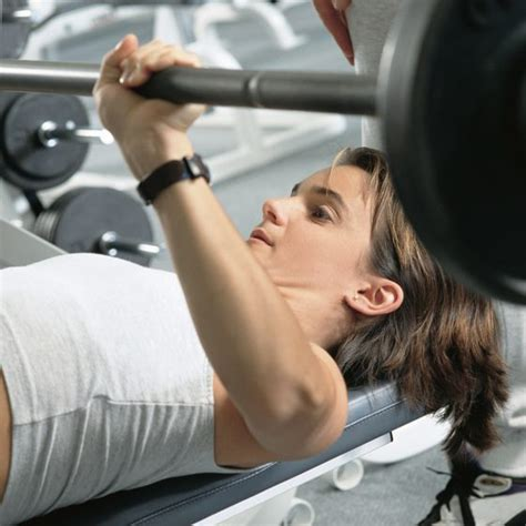how much does the average male bench press how much can the average female bench press healthy living