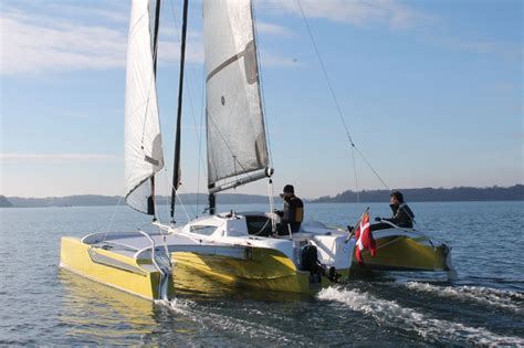 unsinkable trimaran dragonfly 25 folding trimaran a fast multihull trailer
