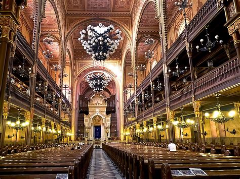 PHOTO: Interior of Dohany Synagogue in Budapest, Hungary