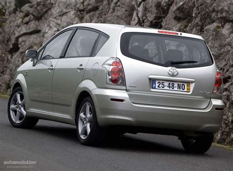 2007 toyota verso 2007 toyota corolla verso pictures information and