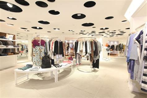 best fashion stores boutique interior design ideas also clothing store