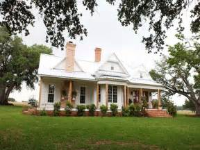 where is magnolia farms farm house kitchen chip and joanna gaines magnolia