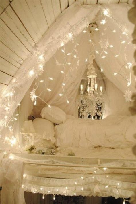 String Ideas - how to use string lights for your bedroom 32 ideas digsdigs