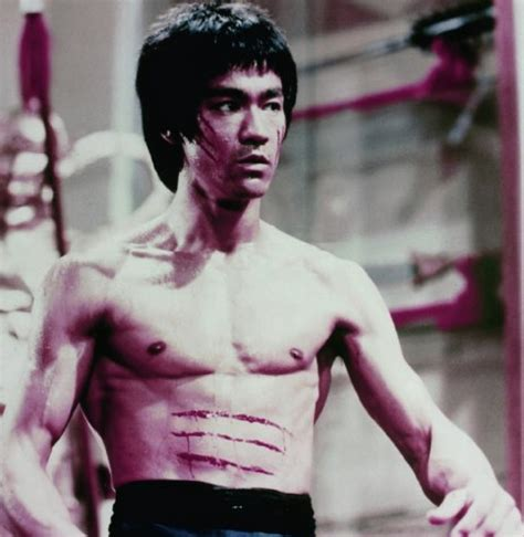 bruce lee mini biography year of the dragon documetary of the legend bruce lee