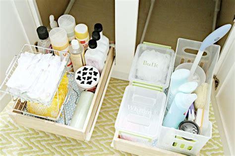 Rak Kosmetik Kayu Ada Kaca Dan Kotak Tissue Uk 255 trik mengorganisir toiletries di kamar mandi mungil rumah dan gaya hidup rumah