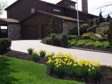 front yard driveway things you need to about driveway landscaping ideas