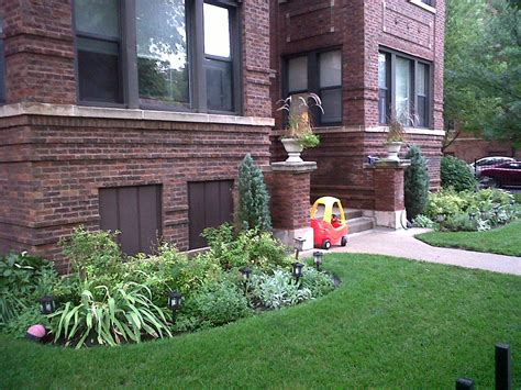 the chicago real estate local ravenswood gardens has curb