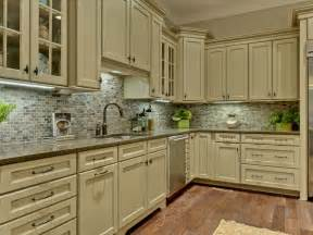 Picture Of Backsplash Kitchen Kitchen Traditional Kitchen Backsplash Design Ideas Wainscoting Closet Shabby Chic Style