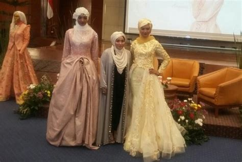 Busana Pesta Muslim Mutiara desainer asal indonesia ini cetak sejarah baru new york
