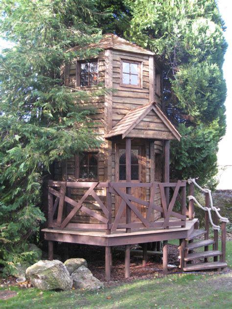 lihat koleksi gambar rumah  atas pokok  cantik