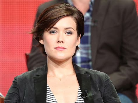 megan boone backward flow haircut more pics of megan boone short cut with bangs 9 of 16