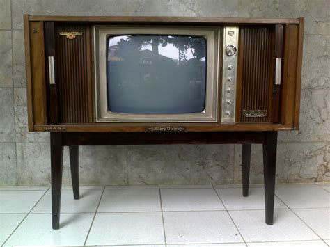 Tv Sharp Putih pernik antik klasik tv sharp b w