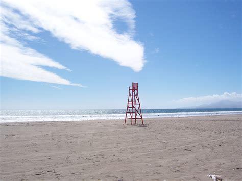 file lifeguard chair at la serena panoramio jpg wikimedia commons
