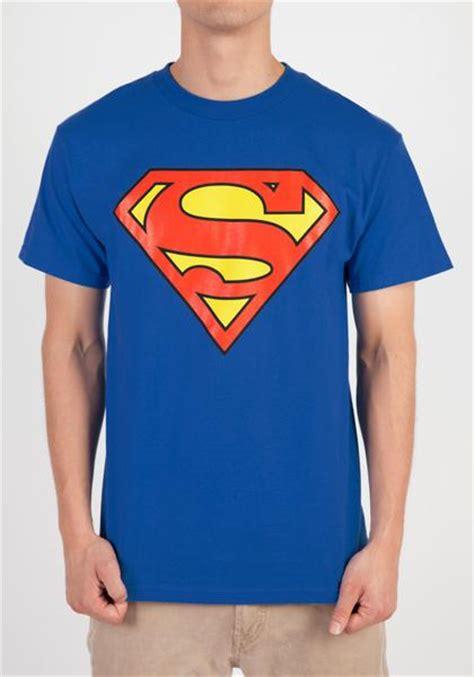 Tshirt Superman Logo Hitam superman superman logo t shirt newbury comics