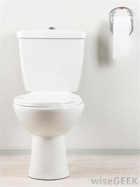 what is the difference between a toilet and a commode