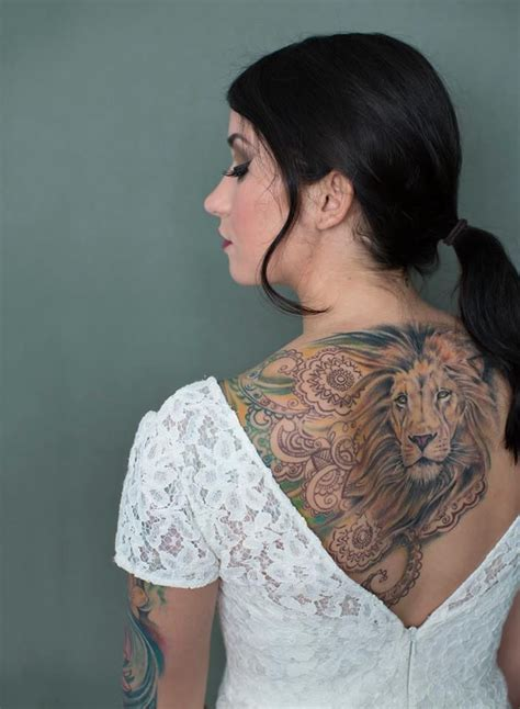 tattoo girl lion what a beautiful lion tattoo on a woman s back