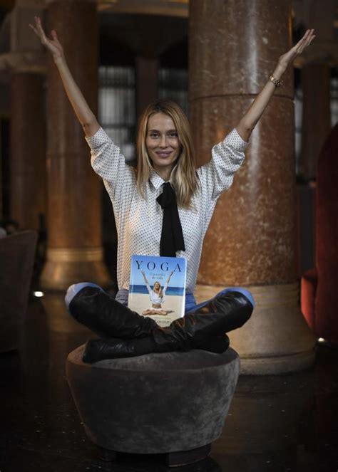 libro yoga un estilo de vanesa lorenzo dedica su libro yoga un estilo de vida a carles puyol y a la doble m