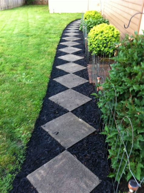 Garden Border Ideas Cheap Black Mulch Landscaping Ideas For An Inexpensive Walk With A Curve Exterior Outdoor