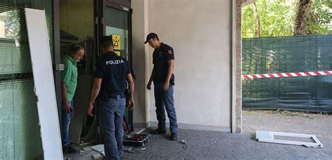 banca fideuram ravenna nuovo assalto al bancomat colpito lo sportello della
