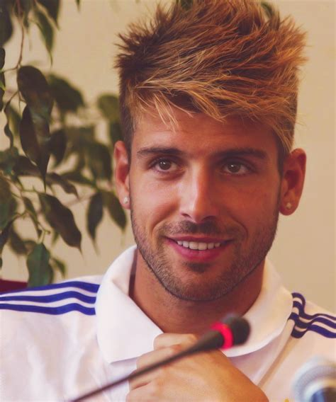 cool miguel veloso hairstyle football player miguel veloso hairstyle hairstylegalleries com