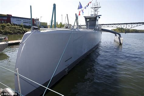 pa fish and boat test us navy tests world s largest self driving warship sea