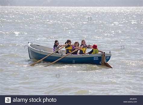 row boat en francais children rowing a row boat from the new lynn sea scouts