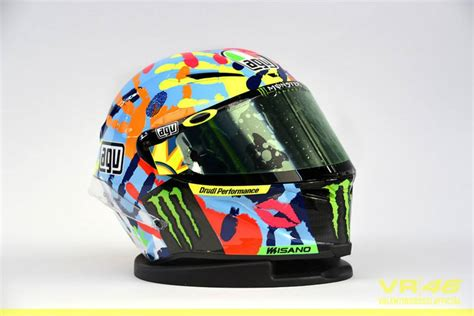 desain helm rossi di misano 2015 desain modifikasi yamaha r25 bercorak helm kemenangan