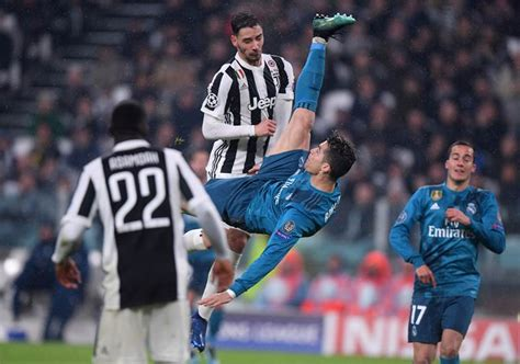 ronaldo juventus applause cristiano ronaldo s stunning bicycle kick goal draws applause from juventus fans
