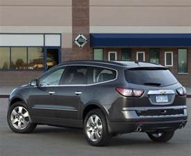 2013 chevrolet traverse facelift revealed debuts new