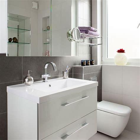 28 grey and white bathroom tile ideas and pictures 10 ideja za mala kupatila uredite dom