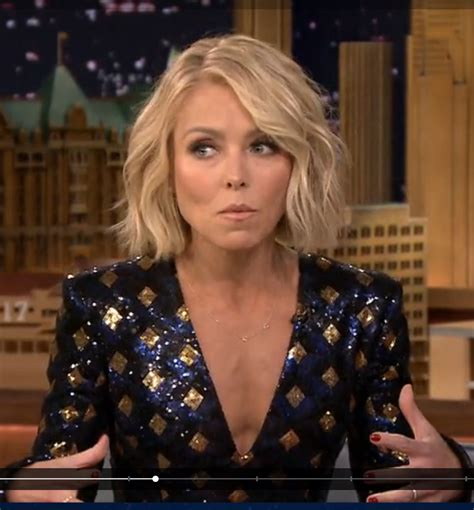 kelly ripa current hairstyle kelly ripa s current hairstyle kelly ripa shows off