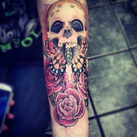 tattoo skull and roses meaning skull arm tat best design ideas