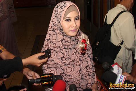 Jilbab Instant Syari Umi Pipik Model Warna B 10 artis nusantara bertudung labuh dan bercadar paling cun