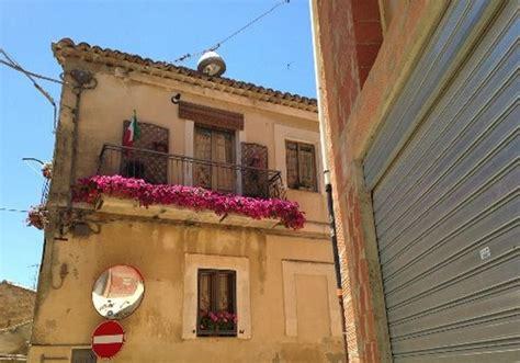 immagini di balconi fioriti i meravigliosi balconi fioriti di enna foto