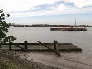 river thames jetties old jetty on river thames 169 david anstiss geograph