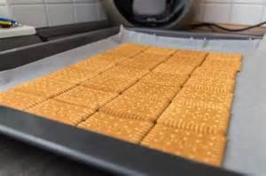 kuchen ohne backen einfach rezept f 252 r einen kekskuchen ohne backen brotfrei