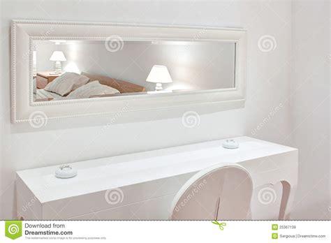 weiße kleiderschränke beige ontwerp woonkamer