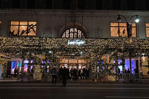 my favorite christmas window decorations in new york best christmas window displays from departments stores in nyc