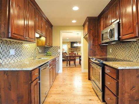 galley kitchen backsplash ideas 25 best images about kitchens on grey cabinets