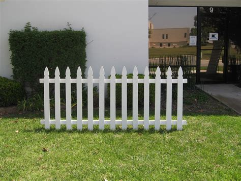 white backyard fence white house picket fence how to make fence