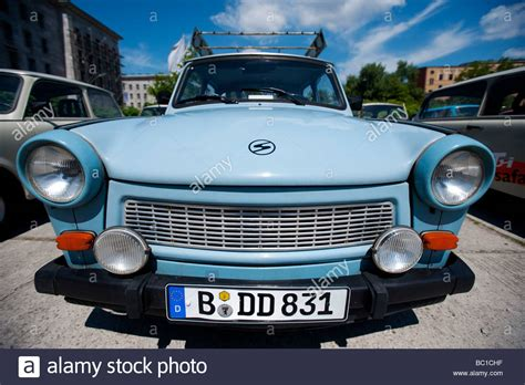 Auto Lackieren Serbien by East German Trabant Cars Parked Stockfotos East German