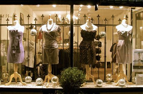 vancouver boutique barefoot contessa gives their windows