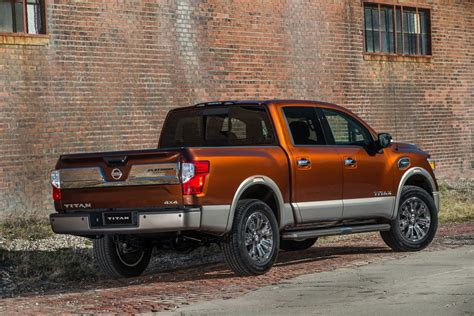 nissan   offer  titan pickup truck
