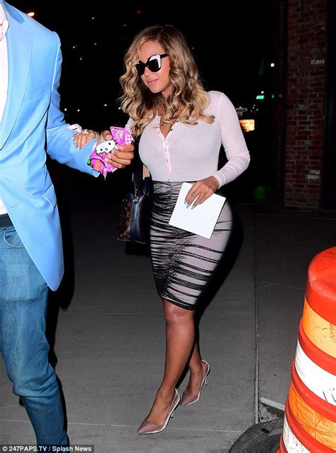 Meatpacking District On With Beyonce Lindsay Lohan by Beyonce Dons Pencil Skirt For Barnette Exhibition