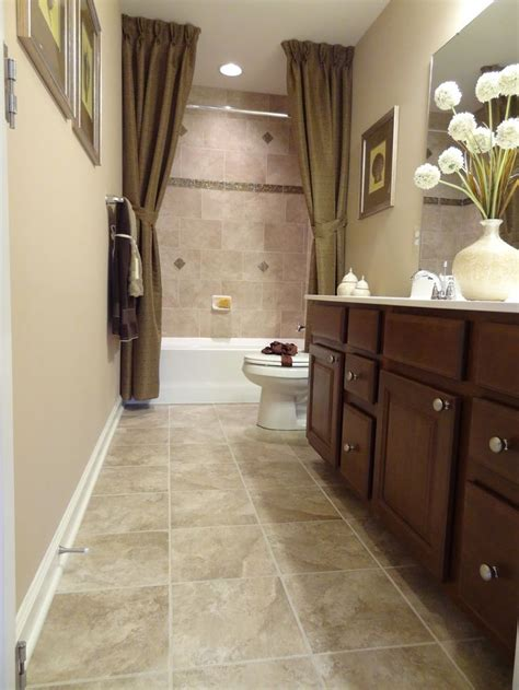 narrow master bathroom ideas 25 best ideas about small narrow bathroom on pinterest