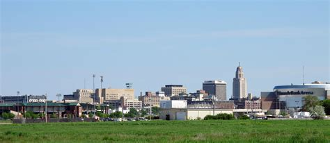 wiki lincoln archivo skyline of downtown lincoln nebraska usa 2015