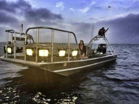flounder lights for boats flounder gigging castaway lodge youtube
