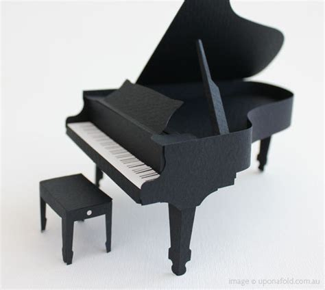 Origami Piano - miniature grand piano constructed of paper from pepakura