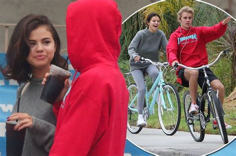 Selena Gomez And Justin Bieber Are Officially Back ... Justin Bieber And Selena Gomez Back Together 2017
